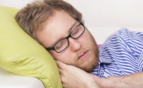 新加坡半数以上成年人睡眠不足 睡眠不足有什么危害 成年人睡眠不足