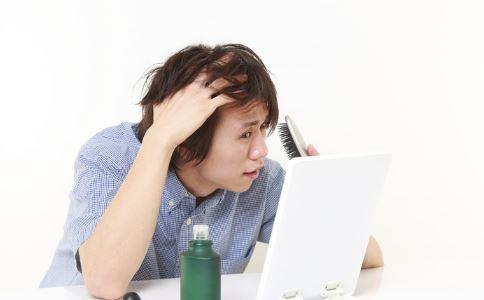 徐峥自曝20岁秃顶 造成男性秃顶的原因有哪些 男性秃顶的原因