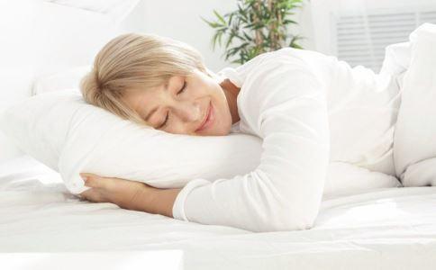 更年期失眠怎么办 更年期女性睡前有哪些禁忌 更年期失眠要注意什么