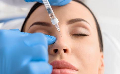 小S自曝脸上打针 注射玻尿酸有哪些作用 注射玻尿酸的副作用