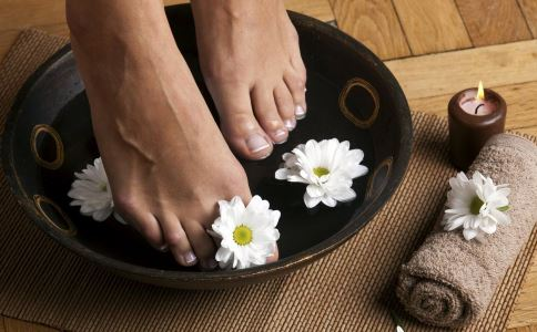 冬季如何养生 冬季每天泡脚的好处 冬季养生方法