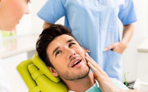 种植牙的利与弊 种植牙要注意什么 种植牙的危害