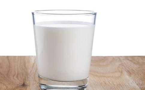 怎么喝牛奶好 喝牛奶要注意什么 如何正确喝牛奶