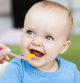 宝宝可以喝鲜榨果汁吗 一岁宝宝喝鲜榨果汁 一岁以内宝宝喝鲜榨果汁