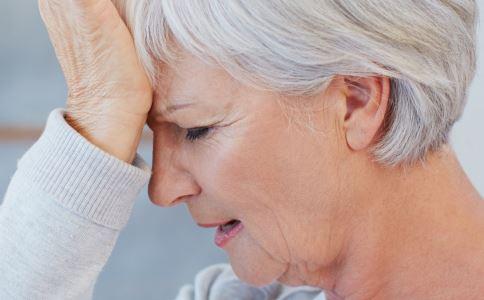 大妈吵架被气死 得了哪些病情绪不宜激动 情绪激动的危害