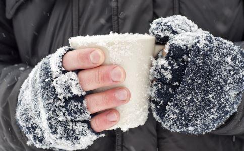 手脚冰凉有什么危害 手脚冰凉怎么办 手脚冰凉吃什么好