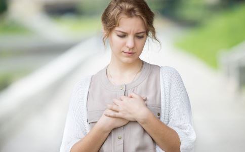 注射隆胸有什么优势 注射隆胸好吗 丰胸吃什么