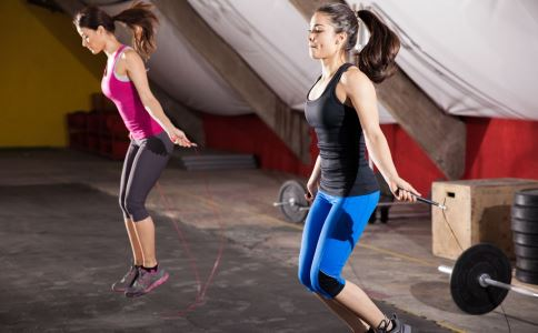 每天称体重有助于减肥 跳绳能锻炼全身肌肉