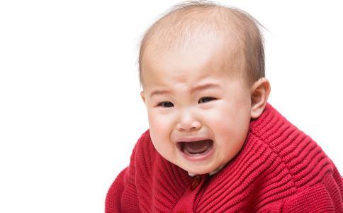 宝宝从床上跌落 宝宝床上跌落 宝宝跌落