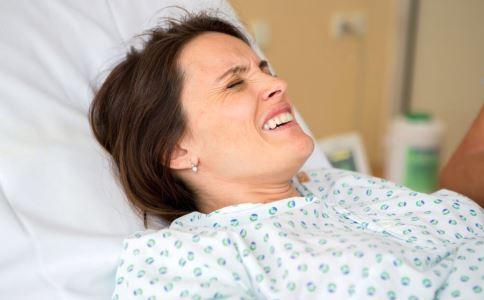 生孩子是顺产痛还是剖腹产痛 顺产和剖腹产哪个好 剖腹产会有哪些后遗症