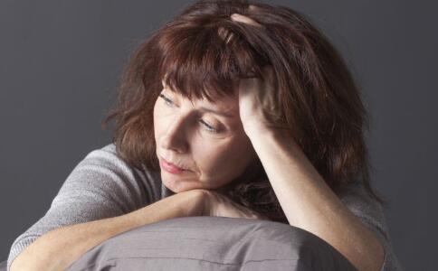 女人更年期年龄是多大 更年期为什么会提前 更年期要注意哪些