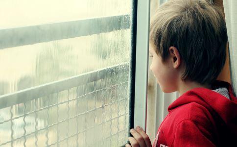 孕妇携自闭儿自杀 自闭症怎么治疗及预防 自闭症的症状有哪些