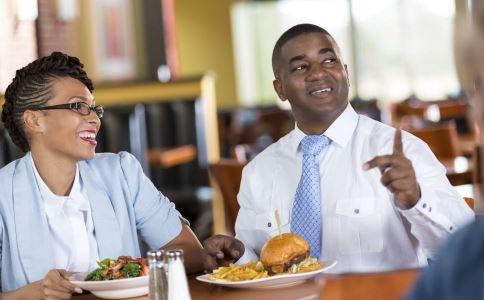 吃饭细嚼慢咽好吗 吃饭细嚼慢咽有什么好处 吃饭快会肥胖吗