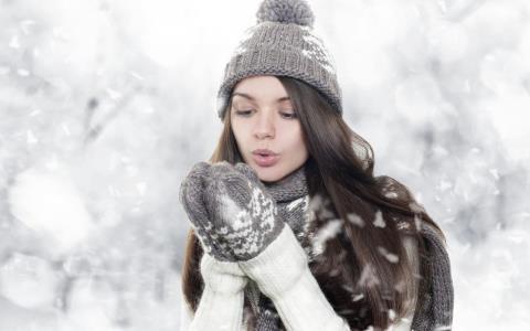 冬天如何补水保湿 冬天皮肤脱皮怎么办 冬天补水保湿方法