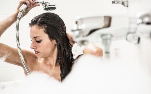 女性淋雨后要如何保健 女性淋雨后头痛怎么办 淋雨后头痛怎么缓解