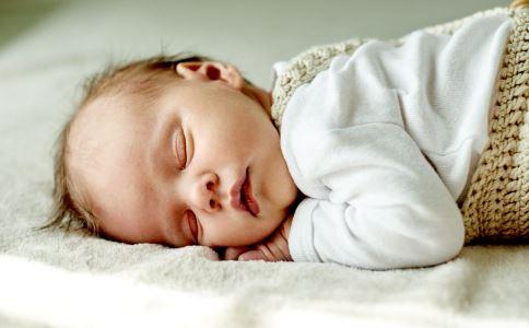 婴儿的臼齿是有害的。这样做可以防止它。
