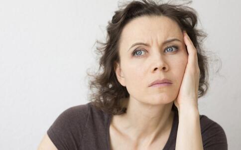更年期失眠怎么办才好 更年期失眠如何缓解 更年期要注意哪些