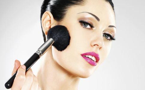女性如何卸妆 女性怎么抗衰老 女性抗衰老吃什么