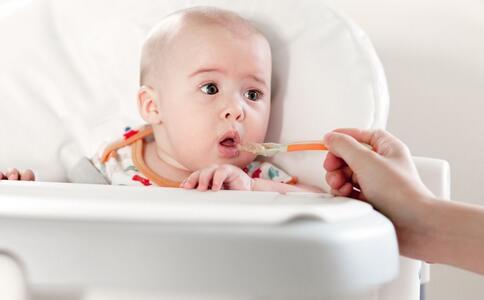 宝宝几个月可以添加辅食 宝宝吃辅食要注意哪些 为什么要给宝宝添加辅食