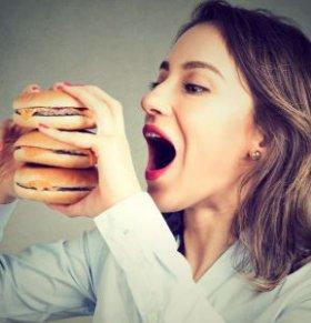 女人多吃哪些食物易长肉 女性想要瘦不能吃什么 女人长肉有哪些饮食习惯