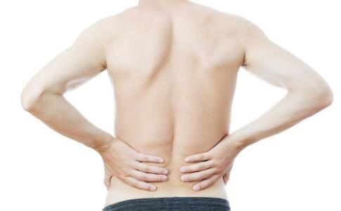 男人腰痛是什么原因 男人腰痛吃什么好 导致男人腰痛的因素
