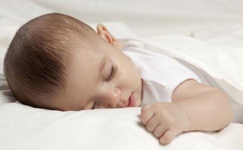 宝宝睡眠要注意什么 宝宝睡眠需要注意什么 宝宝睡觉时我们要注意什么