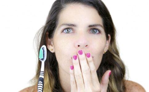 姑娘一排牙被拔光 晚上不刷牙的危害 长期晚上不刷牙有什么坏处