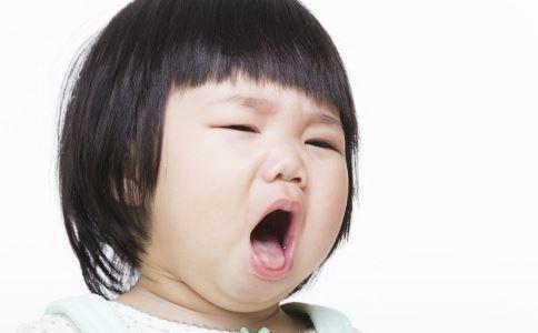 男童吃花生窒息死亡 儿童被呛住如何急救 海姆立克法急救动作