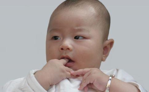 怎么给宝宝剪指甲 给宝宝剪指甲要怎么做 给宝宝剪指甲要注意什么