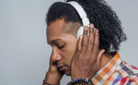 经常戴耳机患噪音性耳聋 什么是噪音性耳聋 经常带耳机会有哪些危害
