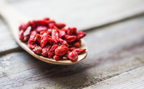 女人吃枸杞有哪些好处 枸杞有哪些营养价值 每天吃多少枸杞合适