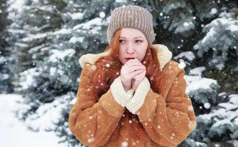 为什么冬天容易长倒刺 怎么防止手长倒刺 手长倒刺该怎么办