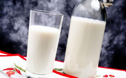 为什么有的人喝牛奶会拉肚子 喝纯牛奶腹泻的原因 乳糖不耐受是什么意思