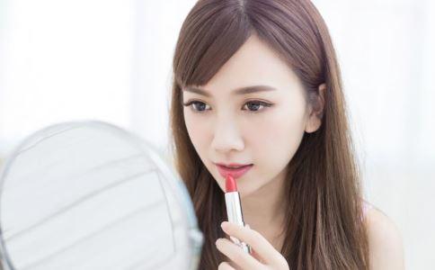 护肤品最多涂几层 哪些护肤品比较保湿 皮肤怎么保湿