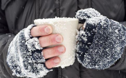 手脚冰冷怎么办 手脚冰冷如何改善 手脚冰冷要怎么改善比较好