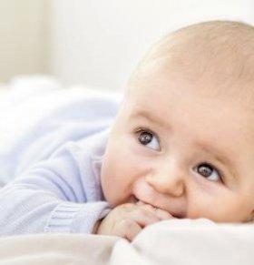 如何清洗宝宝的衣服 如何给宝宝选衣服 宝宝衣服清洗