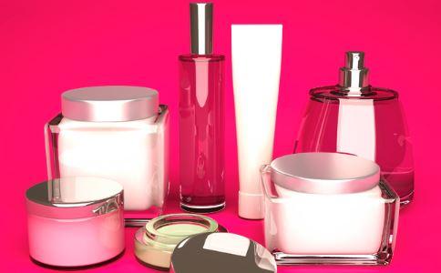 如何正确使用精华液 使用精华液的正确步骤 精华液什么时候用