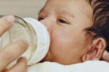 如何判断奶粉适不适合宝宝 出现这5个问题速换