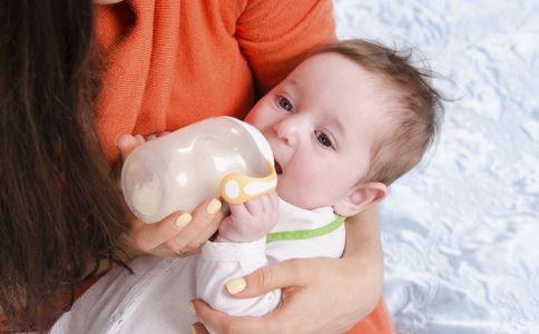 奶粉喂养的宝宝 宝宝奶粉喂养 宝宝奶粉喂养常识