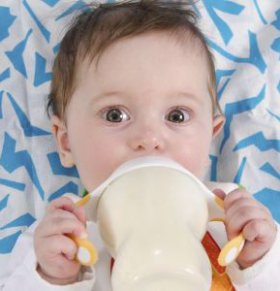 宝宝不爱喝奶粉怎么办 宝宝不喝奶粉的原因 宝宝不爱喝奶粉