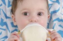 宝宝不爱喝奶粉 多数是这些原因