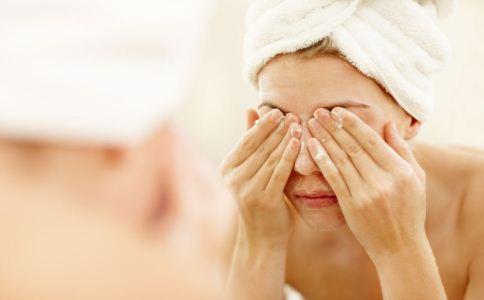 女生毛孔粗大怎么办 女生毛孔粗大如何护理 女生如何预防毛孔粗大