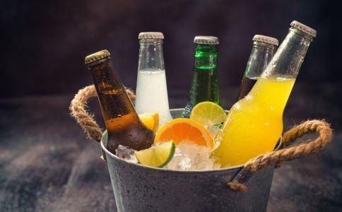 韩男子20年不喝水 常喝饮料对身体的伤害有哪些 不喝水只喝饮料的危害