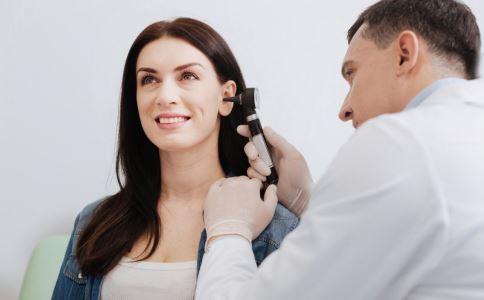 耳朵长痘痘是什么原因 为什么耳朵长痘痘 耳朵长痘痘怎么办