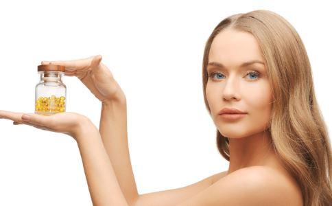 女性皮肤干燥怎么办 女性皮肤干燥是什么原因 皮肤干燥是怎么回事