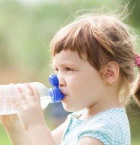 宝宝不爱喝水怎么办 宝宝每天要喝多少水 孕妈怎么让宝宝爱喝水