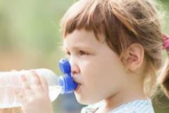 每天都要给宝宝喝水 宝宝不爱喝水怎么办