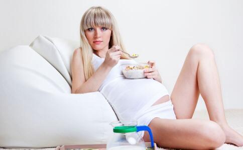 孕妇缺钙有哪些症状 孕妇缺钙吃什么好 孕妇如何补钙