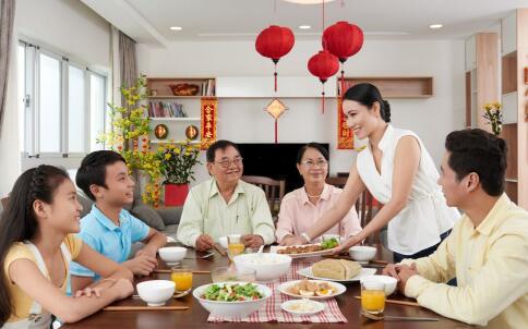 年夜饭是怎么来 春节吃年夜饭有哪些习俗 吃年夜饭要注意哪些