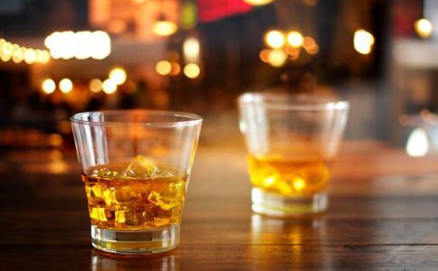 男人应该怎么喝酒不伤身 过年喝酒要注意哪些 男人过年吃哪些食物好